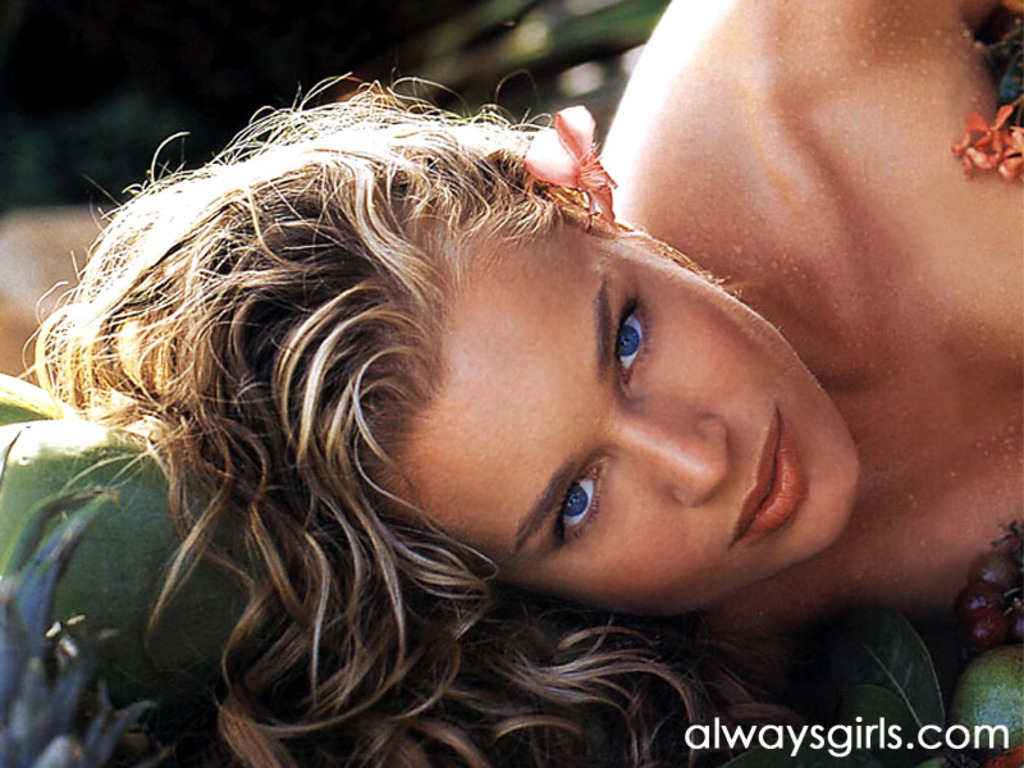 hailey smith naked nipple