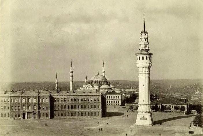 Baño Turco Estambul Cemberlitas:de Beyazıt, situada dentro del recinto de la Universidad de Estambul